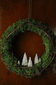 Piękna, minimalistyczna ozdoba czyli bożonarodzeniowy wianuszek, który zagośc...