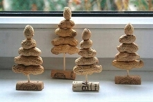 Orzechowe choineczki to hit tego roku na świąteczne dekoracje Twojego domu! I...