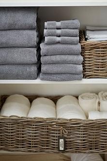 Przemyśl, jak powinna wyglądać Twoja nowoczesna garderoba, zaplanuj co gdzie ma leżeć i zorganizuj garderobę tak, aby była wygodna i funkcjonalna. Dobra organizacja garderoby to...