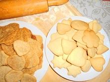 Ciasteczka orzechowe - przepyszne mimo że wyglądają nieco gorzej, oraz ciasteczka maślane przepisy na blogu - zapraszam!:)
