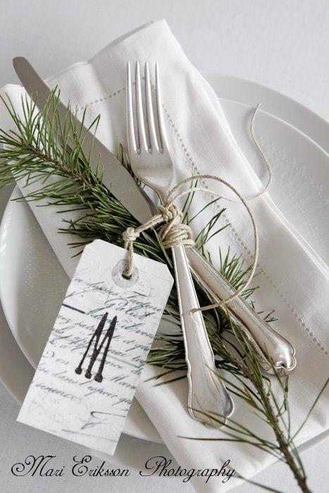 20 łatwych pomysłów na dekorację stołu na Wigilię >>>