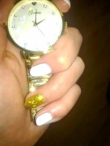 Paznokcie biało - złote , Sally Hansen ;)