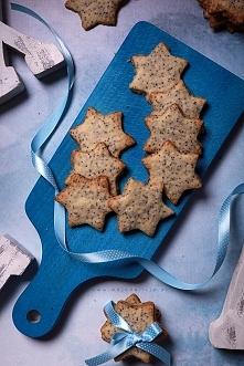 Kruche makowe gwiazdki cytrynowe to delikatne maślane ciasteczka w kształcie ...