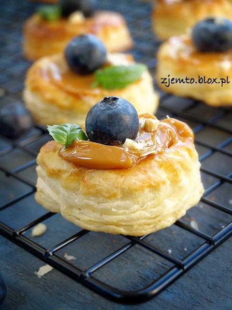 Francuskie ciasteczka z kajmakiem. Przepis pokliknięciuna zdjęcie.