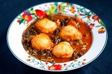 Pomidorowa zupa z kiełbasą i jarmużem z dodatkiem kukurydzianych klusek