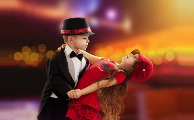 FORMY TAŃCA DLA DZIECI ❤️  Nauka tańca, to zwrócenie uwagi na znaczenie muzyki, strój, urok układu choreograficznego. Kontakt z tymi wszystkimi elementami, uwrażliwi dziecko na sztukę, nauczy jej odbioru, wpłynie na rozwój wyobraźni.  Poznaj formy tańca dla dzieci na naszym blogu na FitPlanner ;) Klik w obrazek!  FitPlanner - wyszukiwarka zajęć sportowych, klubów i instruktorów.