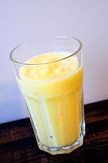 8 tydzień. Koktajl Bananowo-ananasowy. Świeży ananas z dojrzałym bananem.
