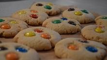 ciasteczka z m&m'sami, które znajdziecie na moim blogu turkuslove.bl...