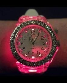 świecący zegarek neon