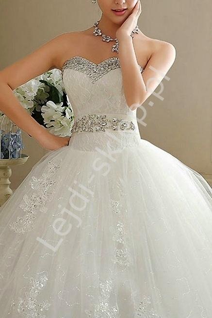 Unikatowa tiulowa suknia ślubna