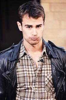 Theo ...