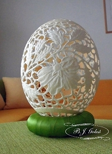 rzeźba na strusim jaju