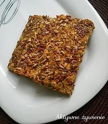 Bezglutenowy chrupki chlebek z ziarnami