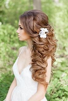 Fryzury ślubne dla kręconych włosów