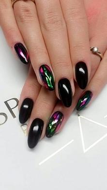 Kawałki potłuczonego szkła na paznokciach. Nails by Justyna, Beautica, SPN Nails Team