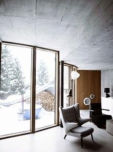 Wnętrze ziemianki mieszkalnej w Ville Vals. Widok na wnętrze salonu i sąsiadu...