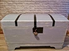Przedstawiam Wam piękny kufer, który wbrew pozorom pochodzi z końca XIXw. Dostał się w moje ręce i stworzyłam z niego takie cudo;) Zapraszam na mój profil gdzie więcej takich pe...