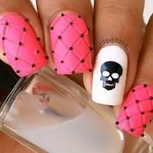 nails skull