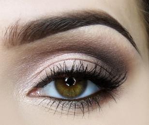 Łatwy makijaż studniówkowo-wieczorowy krok po kroku (opis czynności po kliknięciu w zdjęcie)