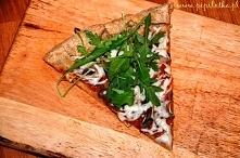 Przepis na zdrową pizzę - idealny pomysł na weekendowy wieczór :). Wystarczy kliknąć w zdjęcie :).