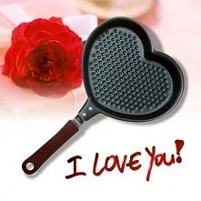 Przygotuj dla Babci naleśniki, omleta itp. w kształcie serca.