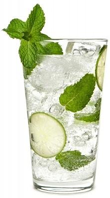 Mojito BEZ ALKOHOLU. Potrzebne będą: *1 szkl napoju gazowanego o smaku cytryn...