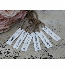 Zawieszki metalowe na szarym sznurku z napisami w języku angielskim. Dekoracja na słoiczki, pudełka, prezenty - wybór zastosowania należy do naszych pomysłów. Fantastyczny dodat...