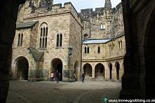 Alnwick Castle  w środku