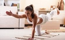 15 minut i 3 ćwiczenia Jogi ❤️ Dobrze jest też ćwiczyć codziennie w tym samym miejscu, ponieważ ciało i umysł łatwiej przyjmują wówczas praktykę i oswajają się z przestrzenią. A...