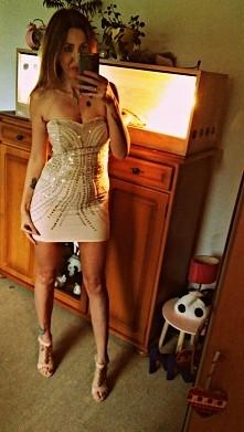 Sukienka z ozdobami na spec...