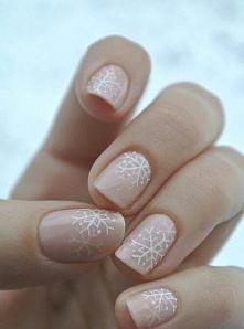 8. Według mnie zimowy manicure ma bardzo prosty podział: na paznokcie bardzo ...