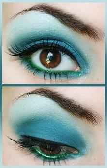 Niebieski makijaż oczu :D