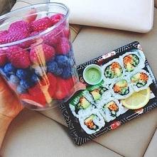 Sushi, owoce