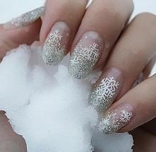 1.Wraz z nadejsciem mroźnej zimy, swe paznokcie ozdobimy