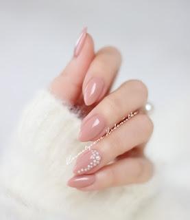 Kosmetyczna Hedonistka i jej manicure :D (Semilac 136 Creamy Muffin) Delikatny, schludnie wyglądający, pasujący do każdej stylizacji.