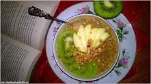 Owsianka chia z naturalną słodyczą melasy i owoców. Zdrowe śniadanie bez cukru. Przepis po kliknięciu w zdjęcie.