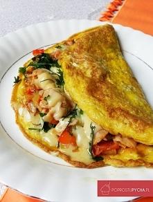 Składniki: 2 jajka 1/2 pomidora 1/4 czerwonej papryki (ja użyłam marynowanej)...