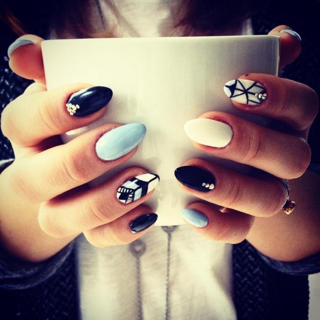 Bez kawy nie ma życia, bez spektakularnych paznokci też nie :D zwłaszcza zimą :)