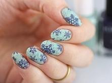 Kolejna zjawiskowa odsłona zimowego manicure. Symbolem zimy jest nic innego, jak śnieżynka. W połączeniu z chłodnym błękitem wygląda obłędnie.