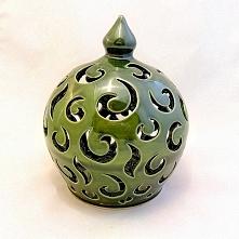 Ceramiczny lampion, gliniany lampion ręcznie toczony na kole garncarskim, ręc...