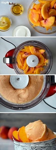 Zmrożone kawałki brzoskwiń zmiksuj z sokiem z cytryny, miodem i jogurtem... C...