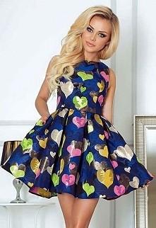 Sukienka w serca, a może taka?
