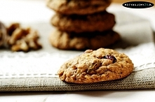 ciasteczka owsiane bez mąki, które można modyfikować w dowolny sposób dodając ulubione bakalie.