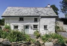 Ten 300 letni dom z zewnątr...