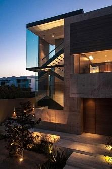 Odpowiednio podświetlony dom robi wrażenie przez całą dobę - zobacz jak efektownie może wyglądać nowoczesny dom również nocą. Zapraszam na bloga a w nim luksusowa rezydencja pro...