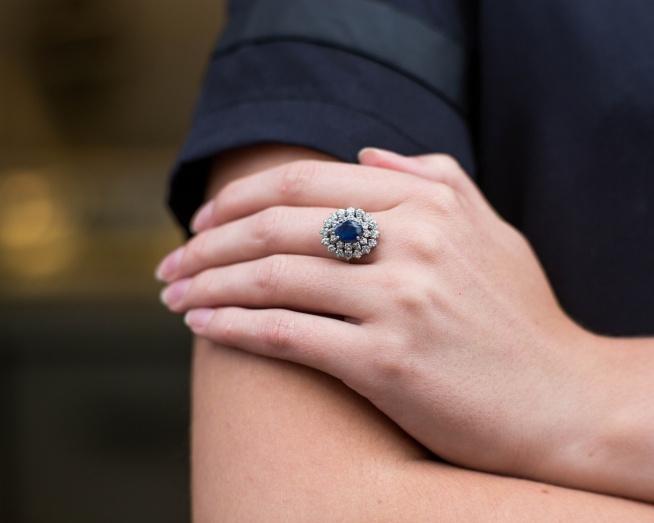 04338ec57da7c6 Pierścionek z szafirem i diamentami - zachwycający! na Pierścionki ...