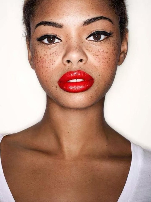 ••Red Lips & Winged Eyes