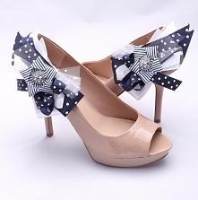 Niezwykłe, zaskakujące i zupełnie niepowtarzalne klipsy do butów, które przełamią zwykłą ślubną stylizację i nadadzą jej nowy wymiar. Łączą w sobie różne wzory (kropki, paski) o...