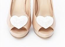 Ręcznie wykonane klipsy do butów - cekinowe serduszka.  Do kupienia w sklepie internetowym Madame Allure :)