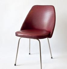 Krzesło z czerwonym obiciem